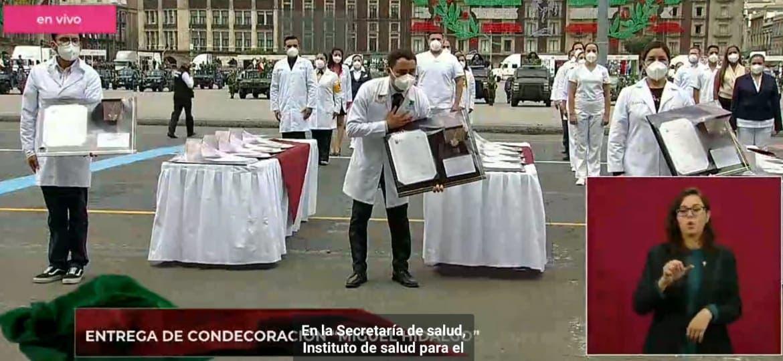 Doctor cozumeleño recibe la condecoración Miguel Hidalgo en su grado Collar