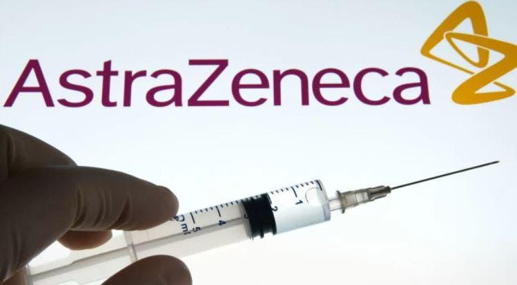 Revelan efecto secundario de participante por vacuna de AstraZeneca