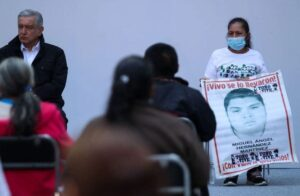 Vinculan a ex agente del MP al caso ayotzinapa; ya fue detenida