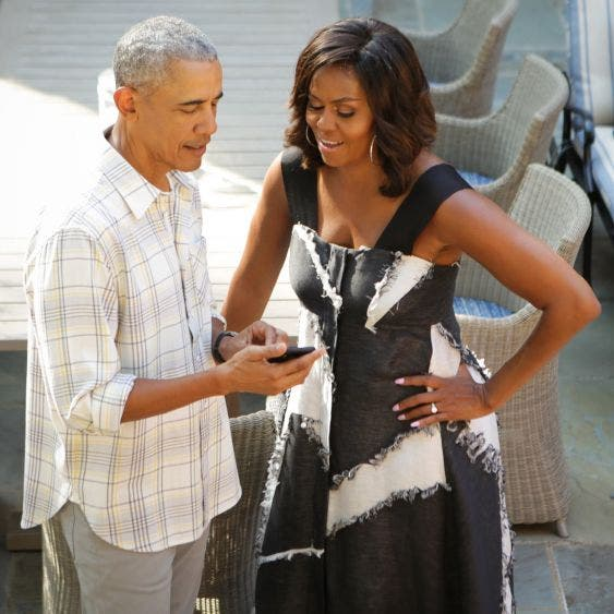 Barack Obama sorprende a sus seguidores, compartiendo su número de teléfono