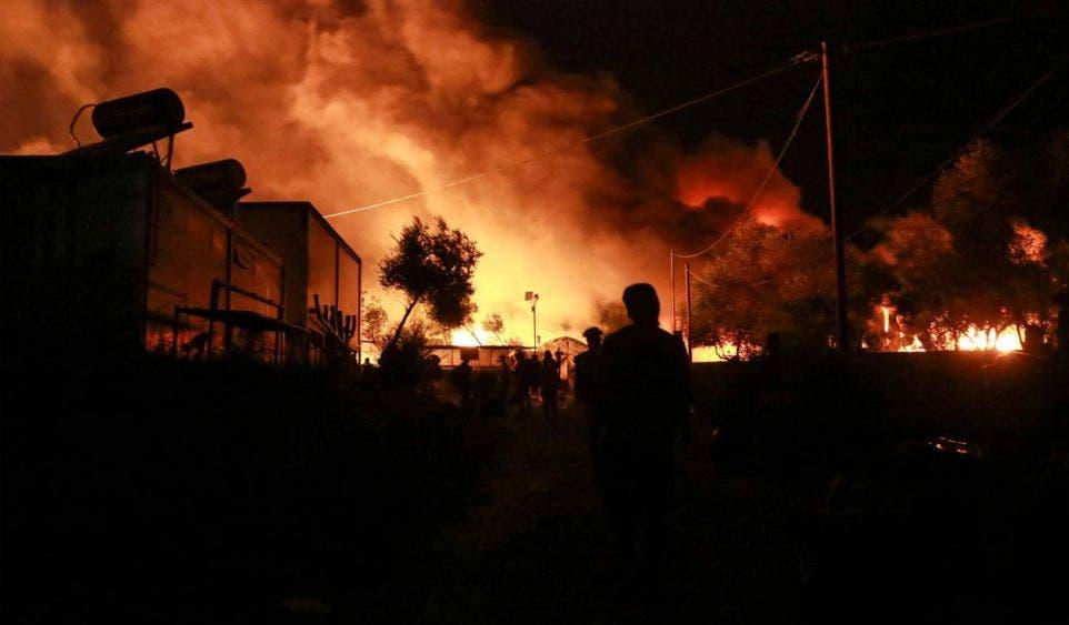 Incendio destruye campo de refugiados en Europa