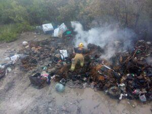 Incendio en el sitio de transferencia consumió al menos cinco toneladas de basura