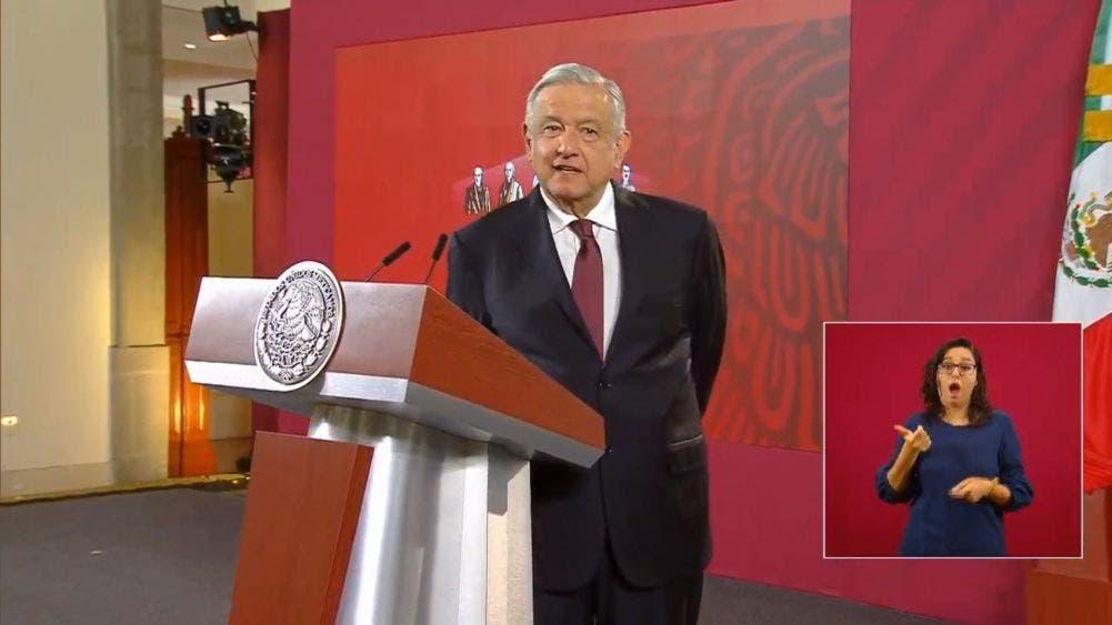 Se deslinda López Obrador de elección interna en Morena