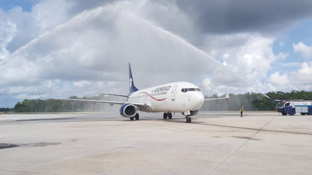 Aterriza avión de nueva ruta Guadalajara-Cancún de Aeroméxico