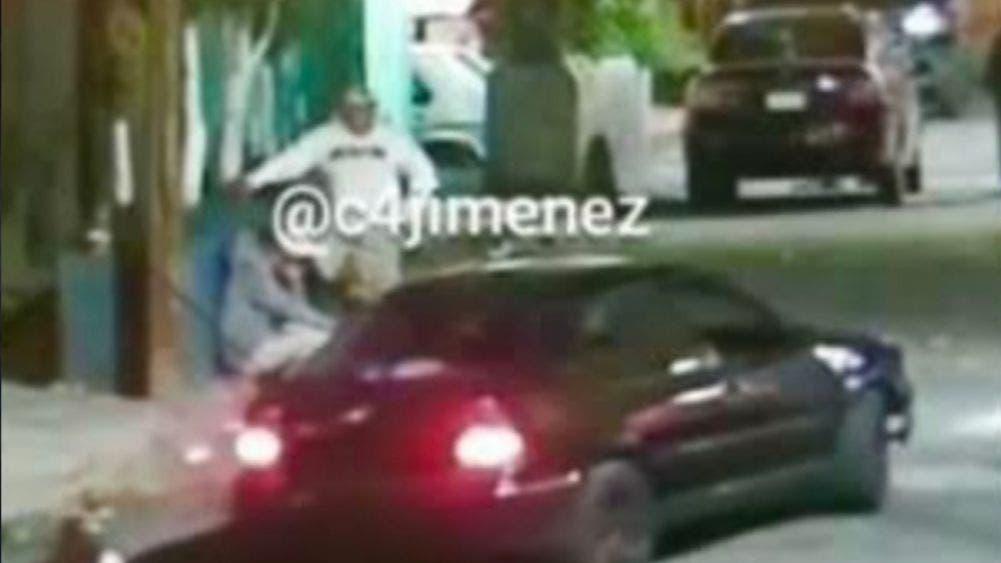 Asesinan a balazos desde un vehículo a joven en Iztapalapa