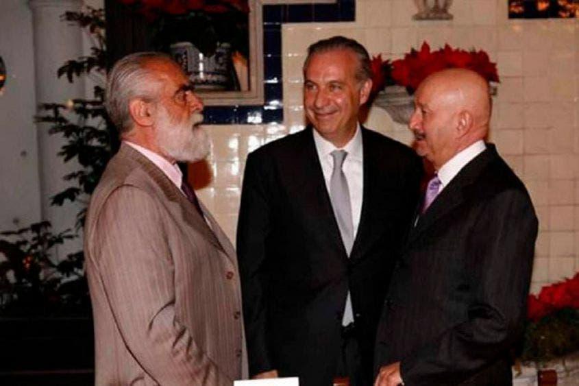"""Diego Fernández de Ceballos, Juan Collado y Carlos Salinas, acordando la próxima """"jugada"""" para hacerse de recursos."""