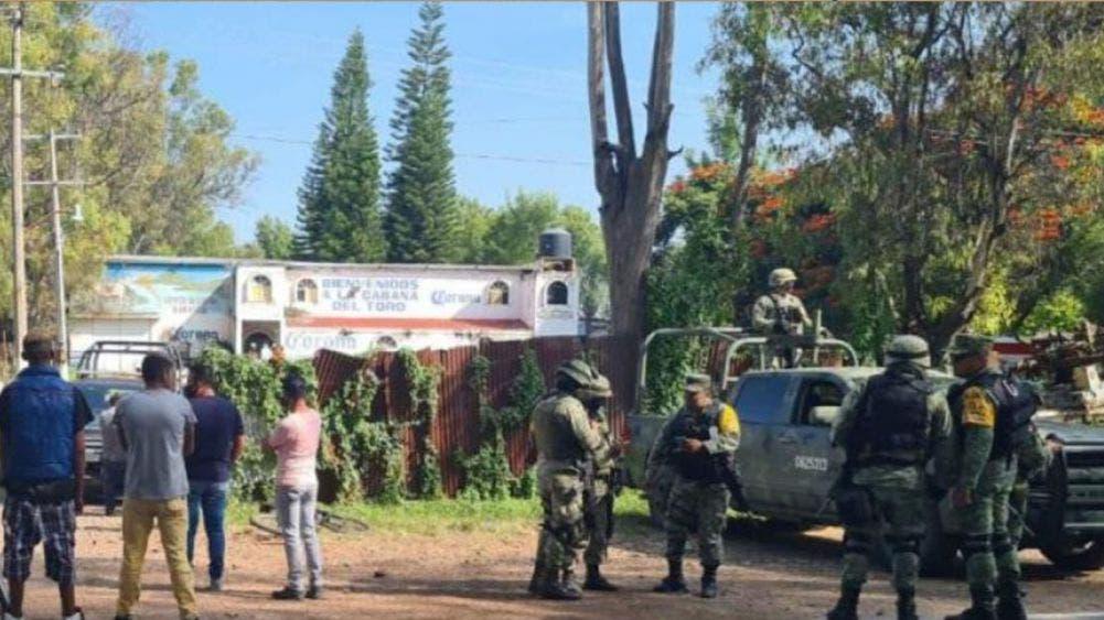 Comando armado en Guanajuato asesina a 11 personas en un bar