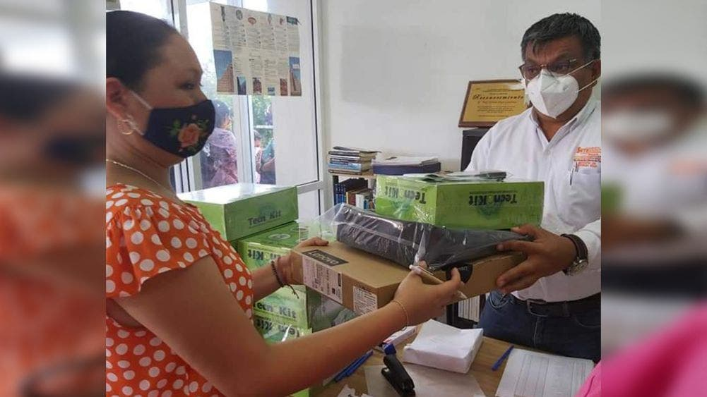"""""""Modernizan"""" a maestros mayas con equipos de cómputo"""