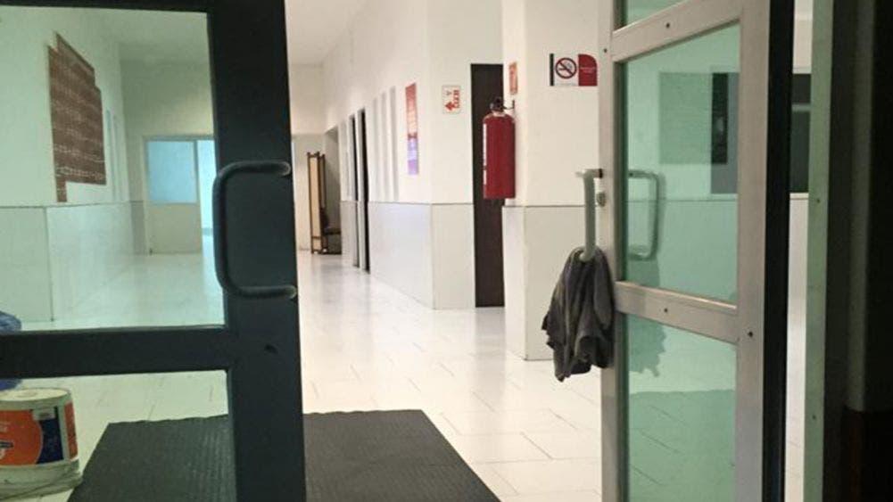 Roban en las instalaciones de la Cruz Roja tras encerrar al personal