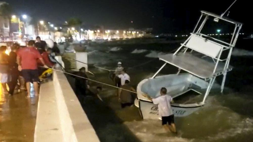 Video: Frente frío hace encallar embarcaciones en Cozumel