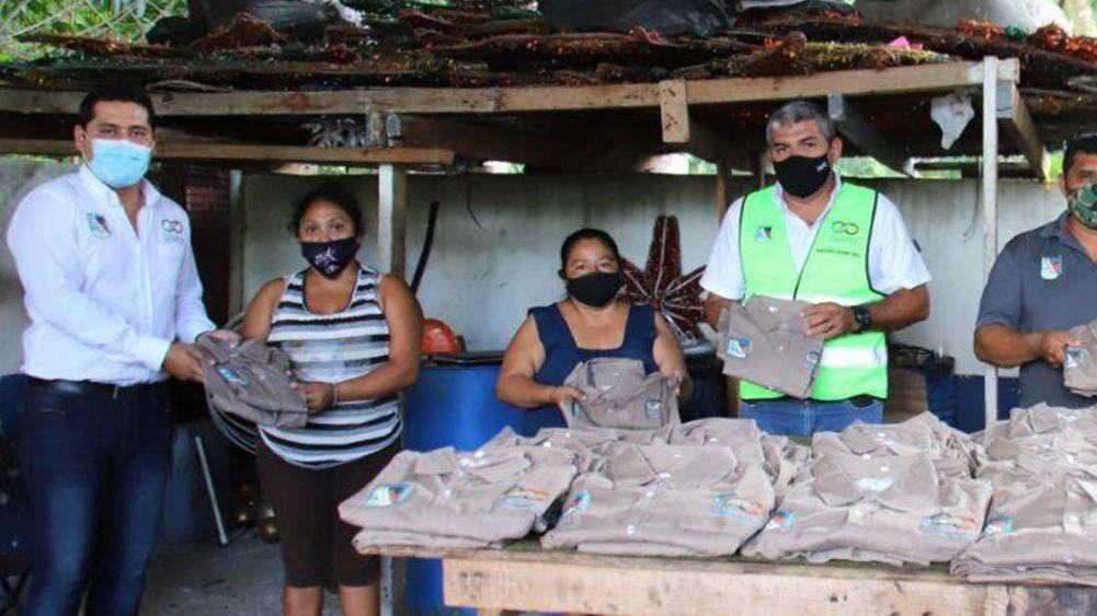 Entrega Laura Fernández uniformes a brigadas de servicios públicos de Leona Vicario