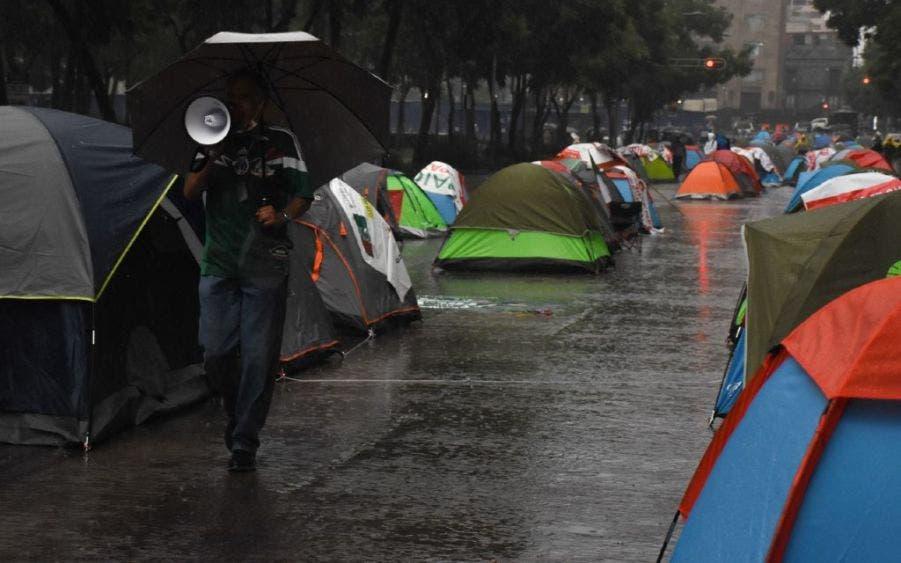 "La lluvia ahuyentó a los ""furiosos"" manifestantes."
