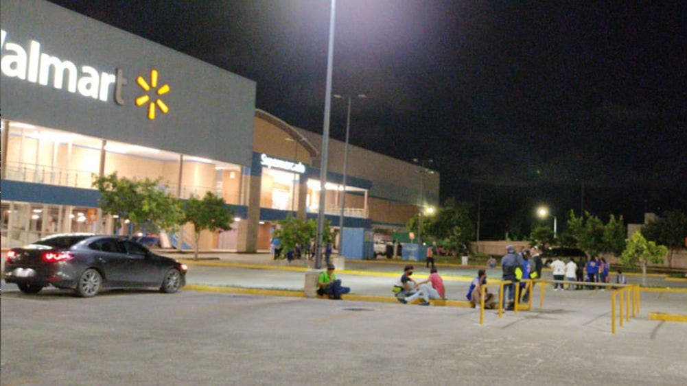 Video: Fuga de gas en Walmart Polígono Sur de Cancún, causa evacuación total