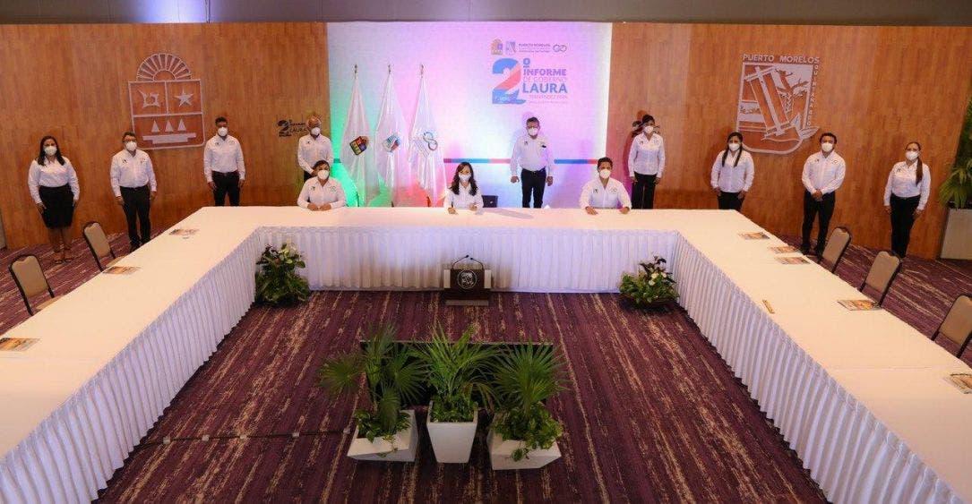 Ante el gobernador Carlos Joaquín González, quien presencia la Quinta Sesión Solemne vía digital, la Presidenta Municipal destaca la grandeza de la gente para hacer invencible a Puerto Morelos