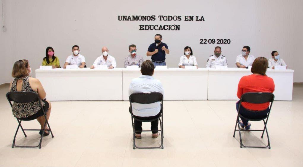 El secretario municipal de Desarrollo Humano, Juan López Toox, reafirma el compromiso de la alcaldesa con la educación de calidad