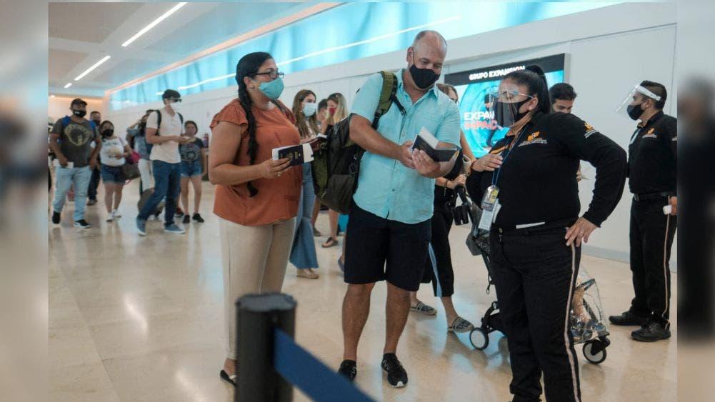 Bajo estrictos protocolos se reactiva turismo en Cancún