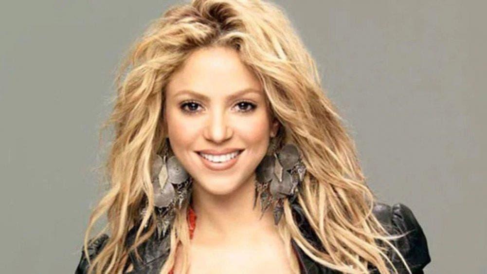 Shakira calienta a los fans con su retaguardia en bikini de hilo dental
