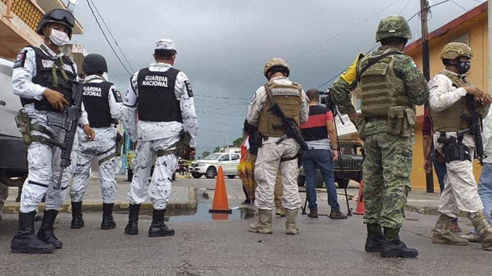 Sacan cadáver putrefacto en túnel de huachicol en Progreso