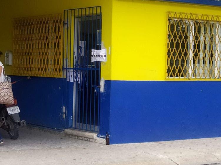 Oficinas de la empresa naviera Ultramar cerradas al parecer por haber incumplido con las medidas sanitarias.