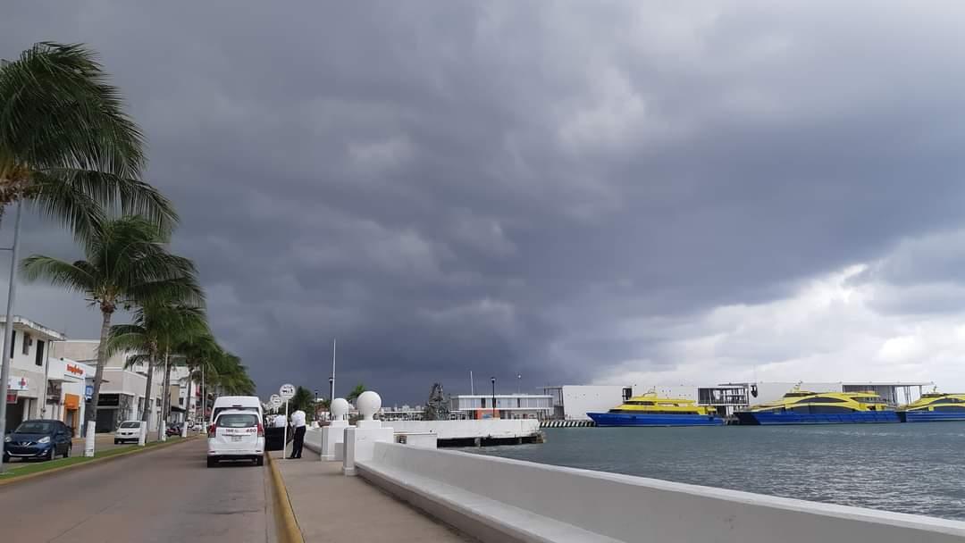 """Se estiman lluvias moderadas y tormentas eléctricas para Cozumel; mantienen bajo vigilancia la presencia de la tormenta """"Nana""""."""