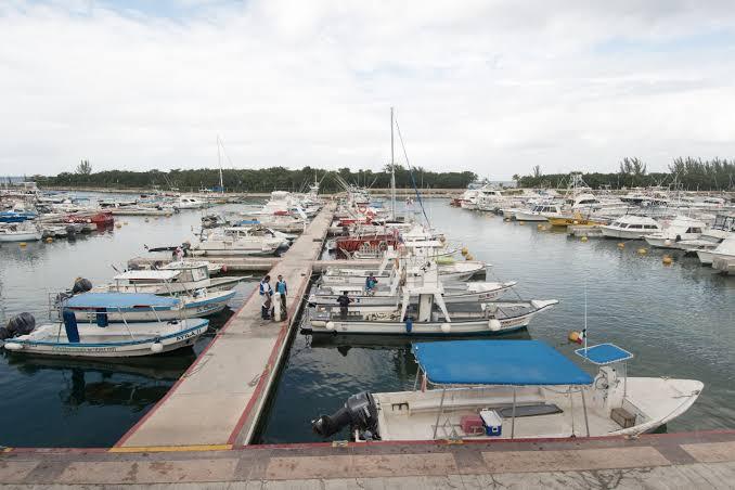 Marina Cozumel sin servicios de agua potable y energía eléctrica; usuarios no pueden cumplir con los protocolos de sanidad que les exigen.