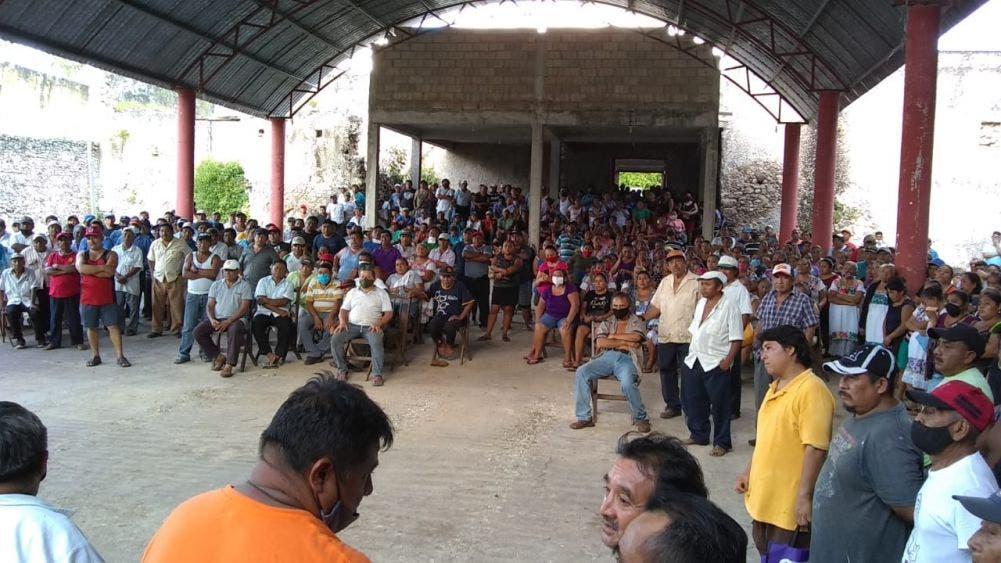 Campesinos de Tihosuco despejan carretera FCP-Valladolid.