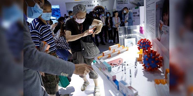 China presenta sus vacunas contra Covid-19 en una feria comercial