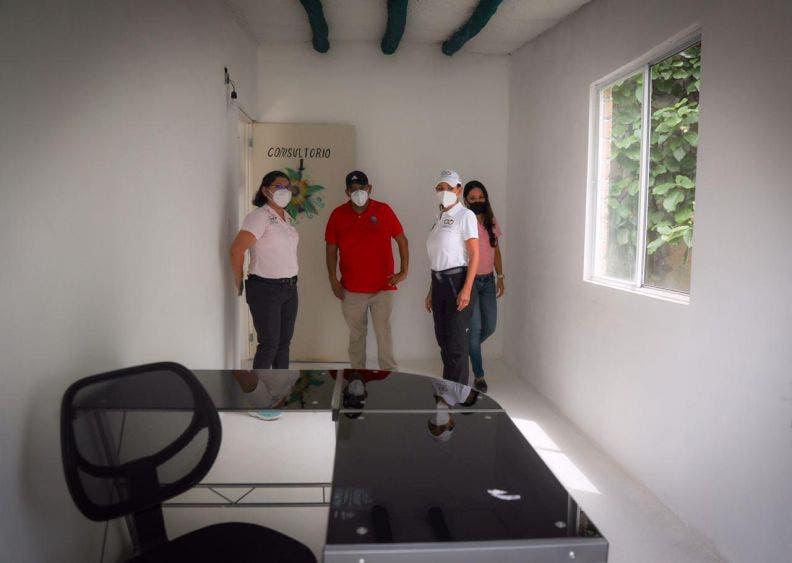 Laura Fernandez inaugura los nuevos consultorios de psicología del DIF, construidos con sargablocks, en la que se atienden, principalmente, a niñas, niños y adolescentes víctimas de violencia
