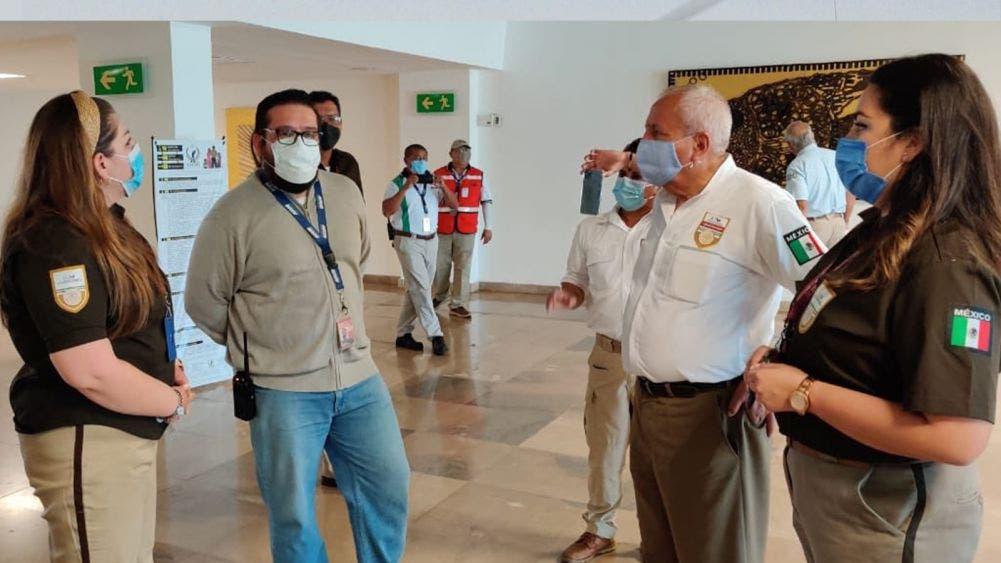 Visita comisionado del INM oficinas de Cozumel