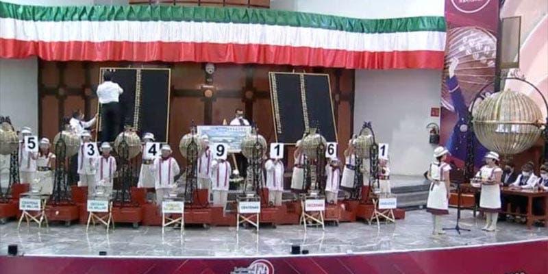 Así fue la ceremonia y la selección de ganadores de la rifa del avión presidencial