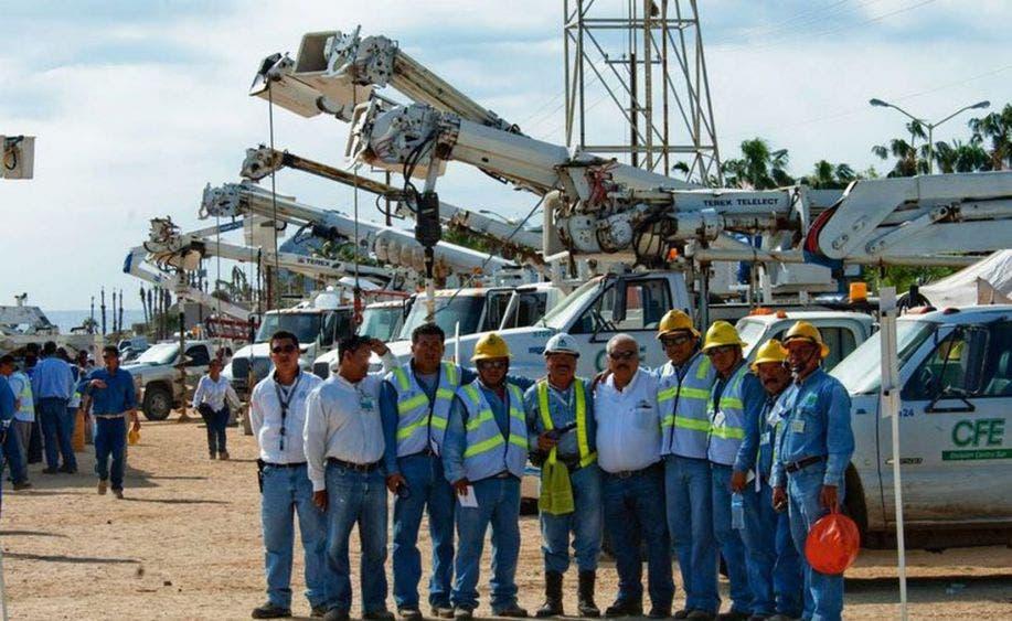 Despliega CFE equipo para atender posibles daños por 'Zeta'; 848 trabajadores electricistas están listos para atender la contingencia.