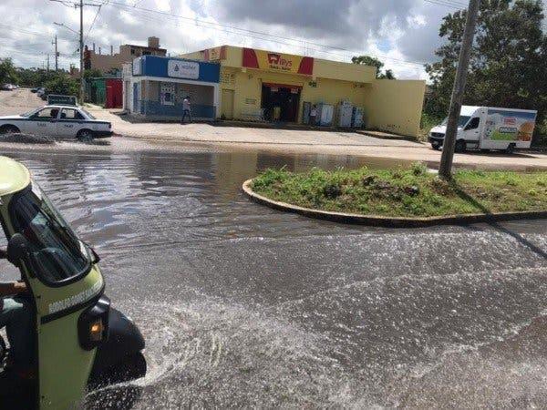 Aguas negras inundan dos colinas de Cancún