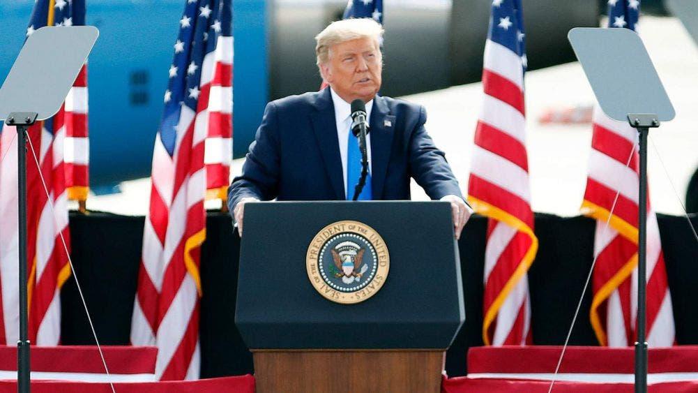 """Donald Trump """"Si vienen a Estados Unidos que sea por méritos"""""""