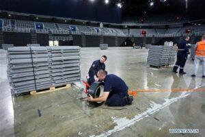 No hay cama que alcance; Croacia habilita estadios y recluta médicos jubilados