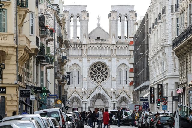 Nuevo ataque en Francia: Tiroteo en Lyon deja un sacerdote herido