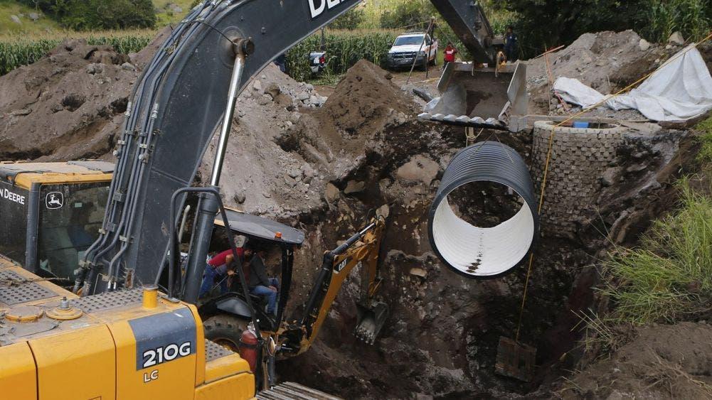 Trabajador lleva 4 días atrapado en un pozo; Protección Civil trabaja en el rescate