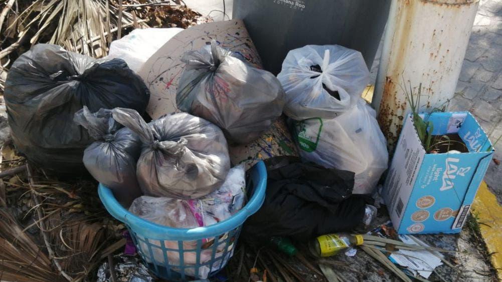 Reaparecen las montañas de basura en calles de Cancún