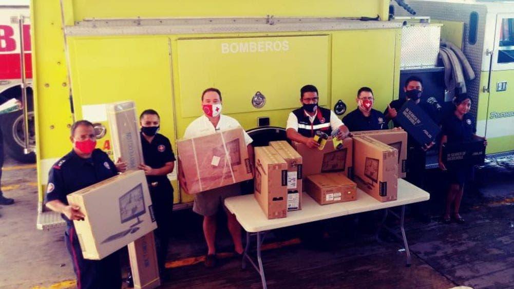 Reciben bomberos de Cancún donativo de hoteleros