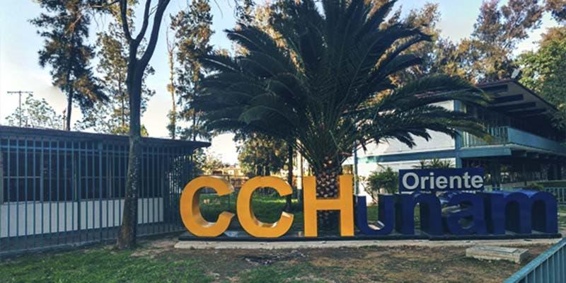 Jóvenes encapuchados toman instalaciones del CCH Oriente