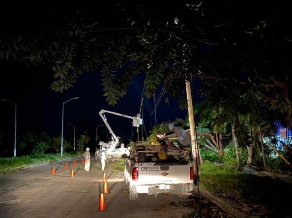 Restablece CFE 90% del suministro eléctrico en Q. Roo y Yucatán.