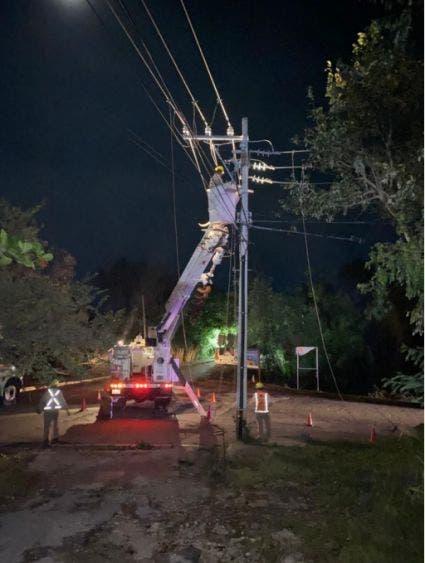 Restablece CFE 90% del suministro eléctrico en Q. Roo y Yucatán; más de mil trabajadores de la empresas atienden las afectaciones por 'Delta'.
