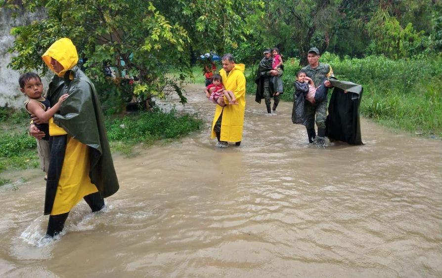 600 mil afectados y 5 muertos por 'Gamma' en Tabasco y Chiapas.