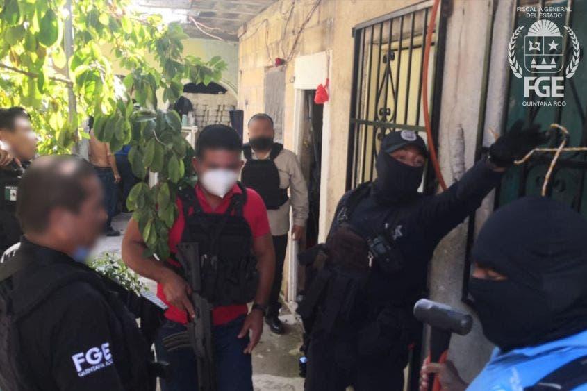 Aseguran droga en una vivienda en Playa del Carmen; también fue encontrado un mensaje dirigido a dos policías de investigación.