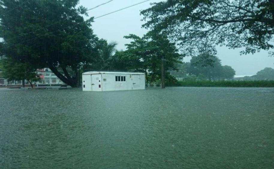 Villahermosa bajo el agua; 21 horas continúas de lluvia