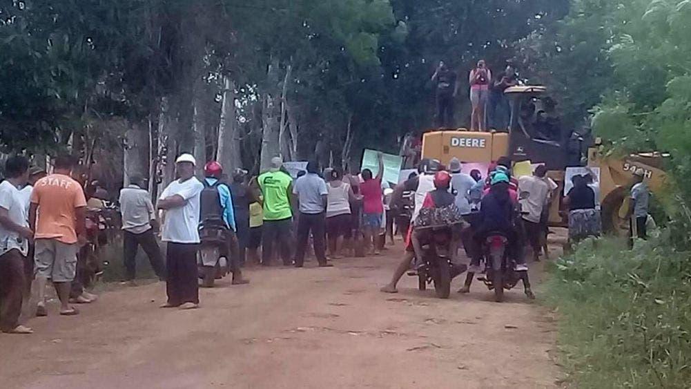 """Retienen habitantes de """"La Esperanza"""" a empleados de SEDESO"""