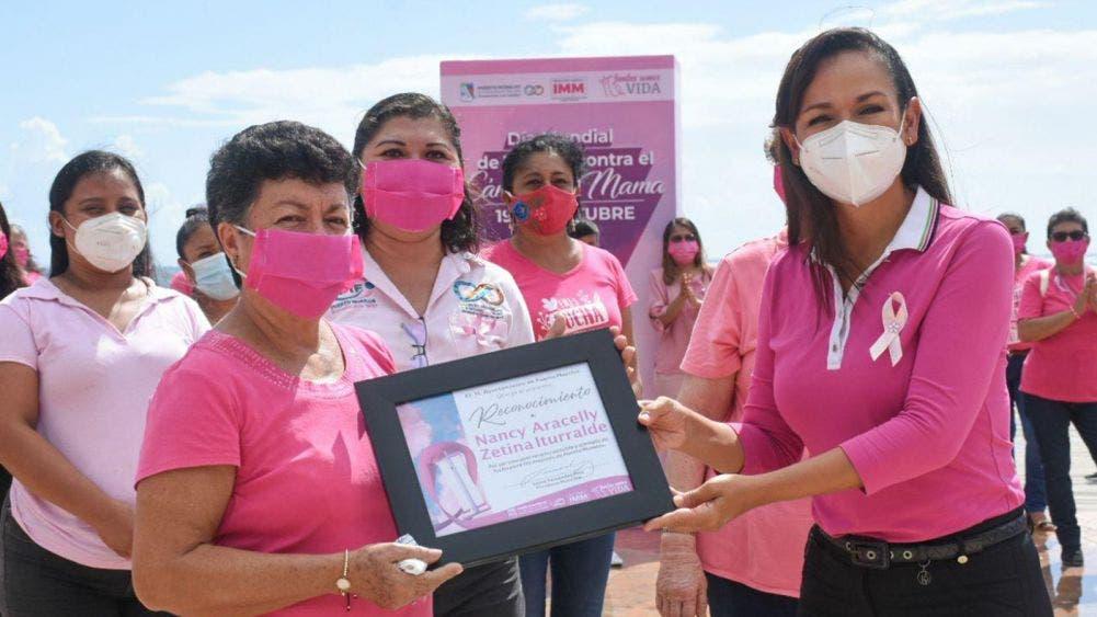 Destaca Laura Fernández importancia de la prevención contra el cáncer de mama