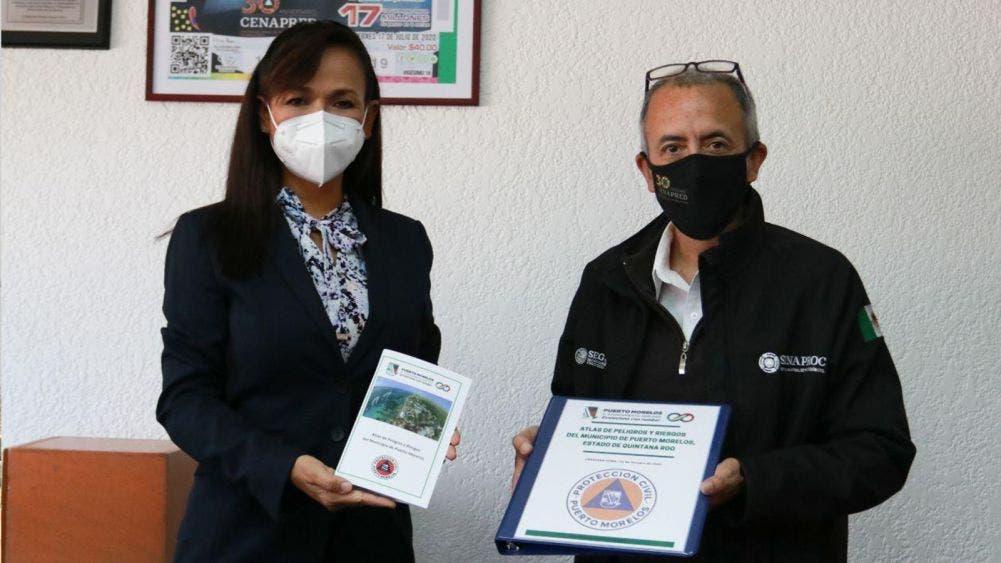 Entrega Laura Fernández al titular del CENAPRED el atlas de riesgos de Puerto Morelos