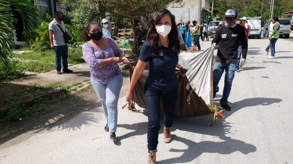 Supervisa Laura Fernández limpieza y recuperación de imagen urbana de Puerto Morelos