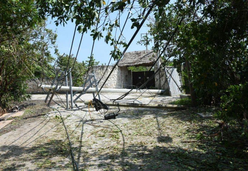 Constatan los daños que dejó el meteoro en la zona de Bahía Petempich, lo que ha impedido que se reinicien actividades turísticas y el regreso de turistas a hoteles