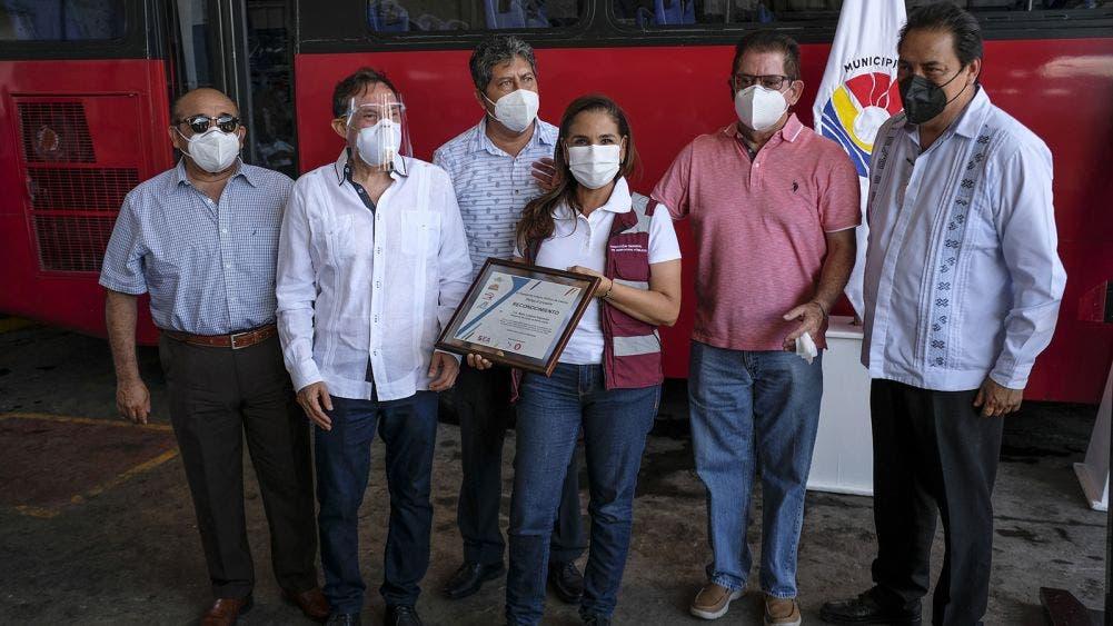 """Reconoce gobierno de Cancún apoyo de transporte público en huracán """"Delta"""""""